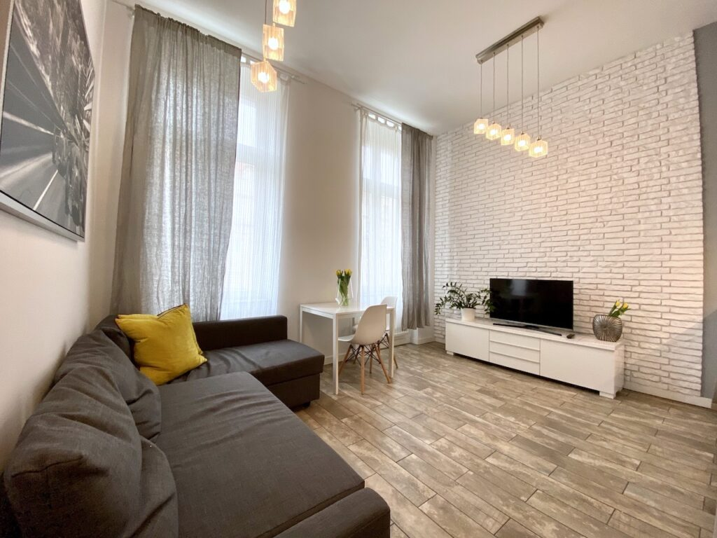 wrocław apartament aravel monte bianco duży salon biala cegła na ścianie